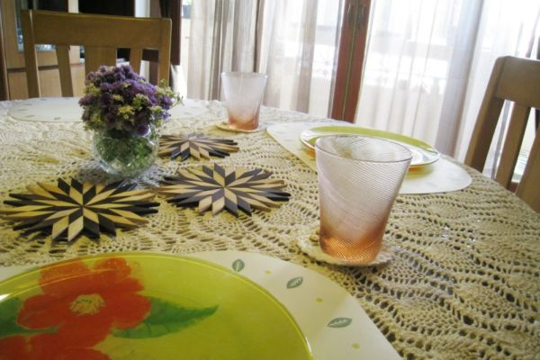 dining-table-1201358